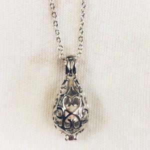 Jewelry - ESSENTIAL OIL DIFFUSER Locket with Lava Stone